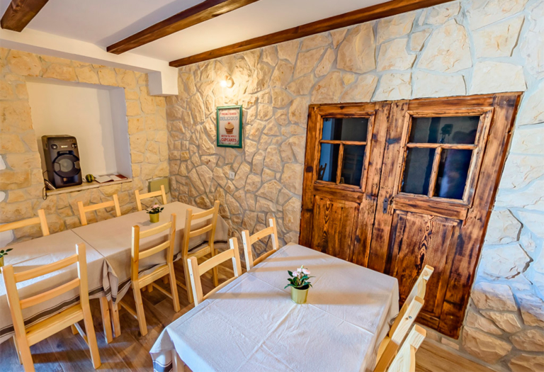 Exclusive Villas Joja - Tavern - Interiror